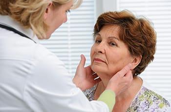 Głuchota starcza - czym jest i czy można jej zaradzić?