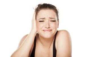 Jakie są przyczyny zatkanego ucha?