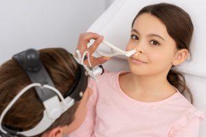 rynoskopia nosa, badanie przeprowadzane przez laryngologa