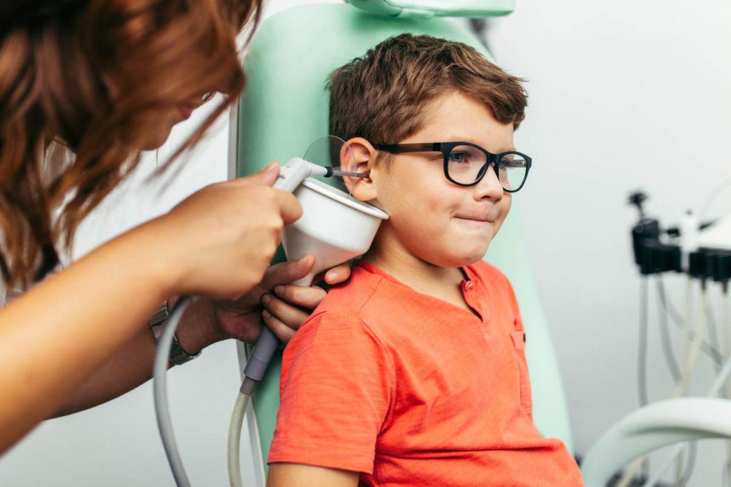 czop woskowinowy płukanie ucha u laryngologa