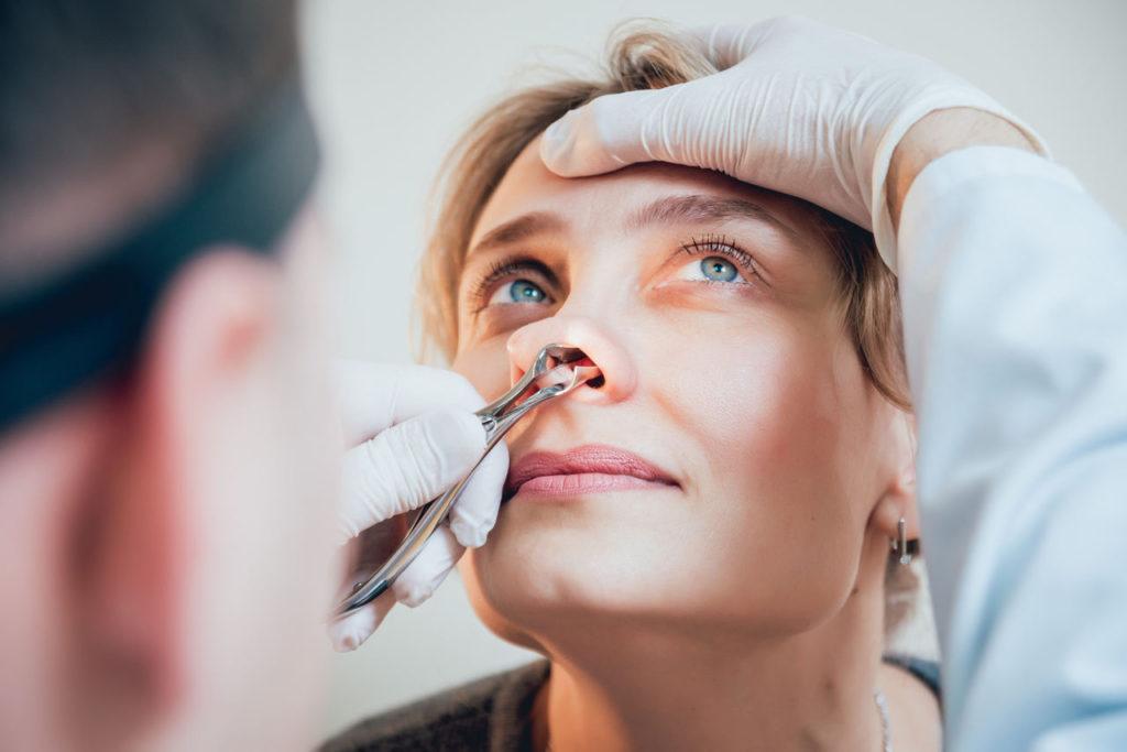 przerost małżowin nosowych - stwierdzany podczas rynoskopii wykonywanej u laryngologa