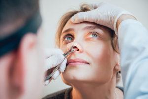 przerost małżowin nosowych - badanie u laryngologa